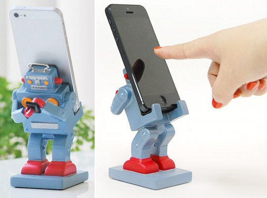 Retro Japanese Robot Smartphone Stand