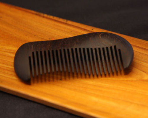 Hineri Kamisuki Wooden Twist Hair Comb Dark