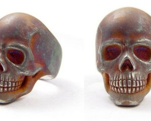Rust Skull Ring by HOLLOOW