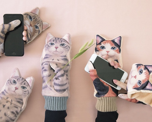 Nuisance Cat Smartphone Mittens