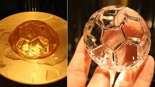 Eiswürfelmaschine für perfekte Fussball-Eiswüfel