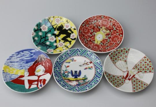 Ultraman Kutani Pottery Plates Set