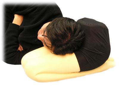 101 idee regalo per chi vi sta sul culo Hizamakura-knee-pillow-make
